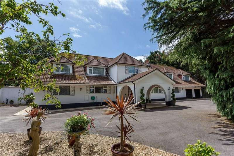 4 Bedrooms Detached House for sale in Magna Road, Wimborne, Dorset