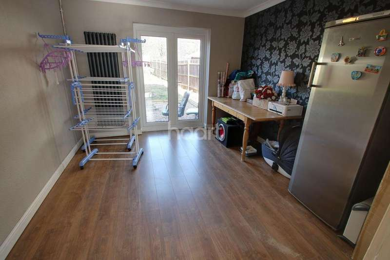 4 Bedrooms Semi Detached House for sale in Knightsbridge Road, Leicester