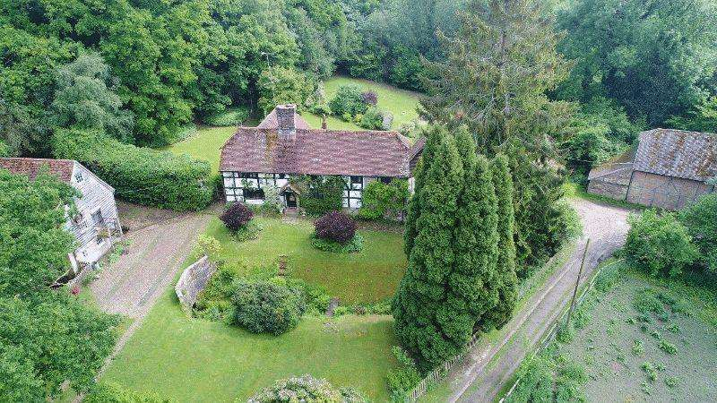 5 Bedrooms Farm House Character Property for sale in Cinder Hill Lane, Horsted Keynes