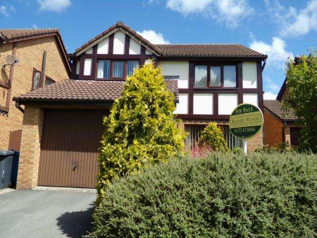 4 Bedrooms Detached House for sale in Greenfields Crescent Wesham Preston