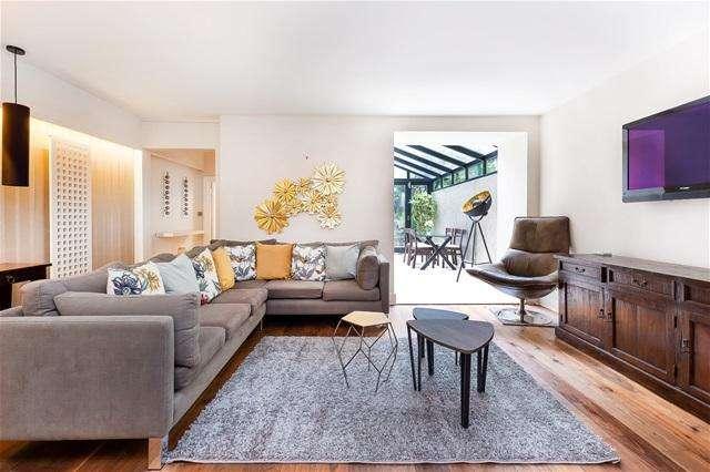 2 Bedrooms Flat for sale in Coleherne Road, Chelsea