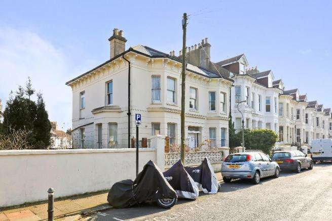 4 Bedrooms Semi Detached House for sale in Stanford Road