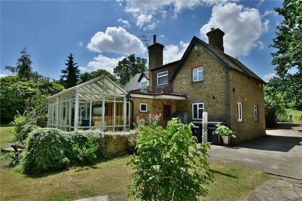 4 Bedrooms Detached House for sale in Swan Road, Iver, Buckinghamshire