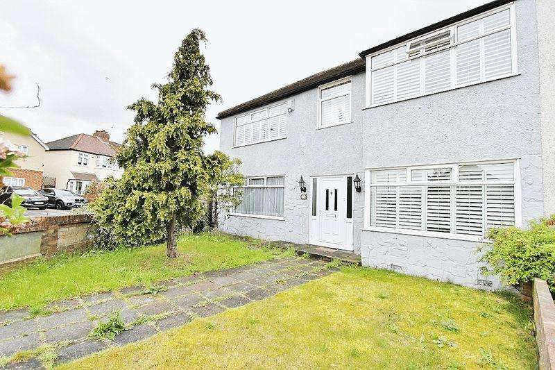 5 Bedrooms End Of Terrace House for sale in Chase Cross Road, Romford, RM5
