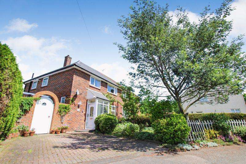 3 Bedrooms Semi Detached House for sale in Callan Grove, South Ockendon