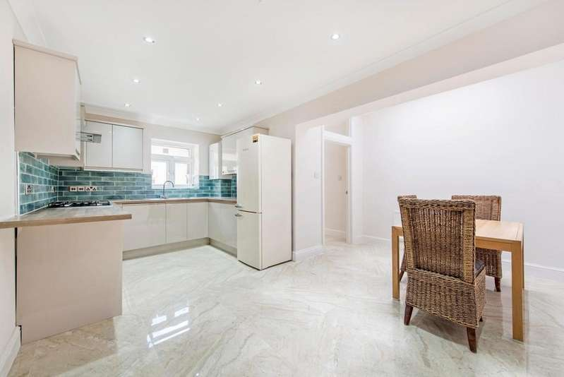 4 Bedrooms Terraced House for sale in Leytonstone, E11
