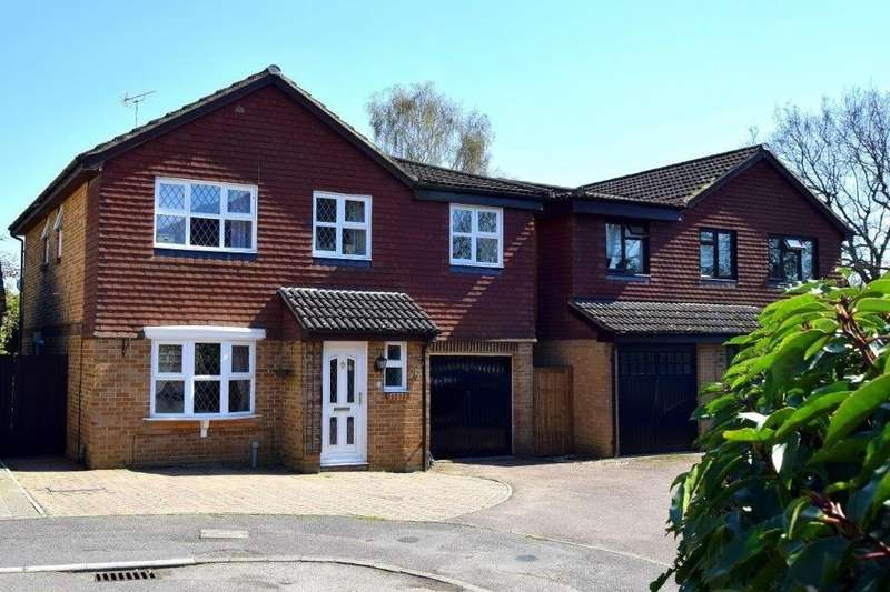 5 Bedrooms Detached House for sale in Larch Way, Farnborough, GU14