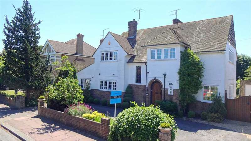4 Bedrooms Detached House for sale in Bulkington Avenue, Worthing, BN14