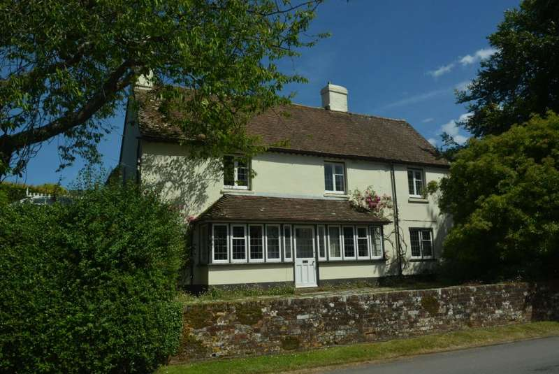 5 Bedrooms Detached House for sale in CORFE MULLEN