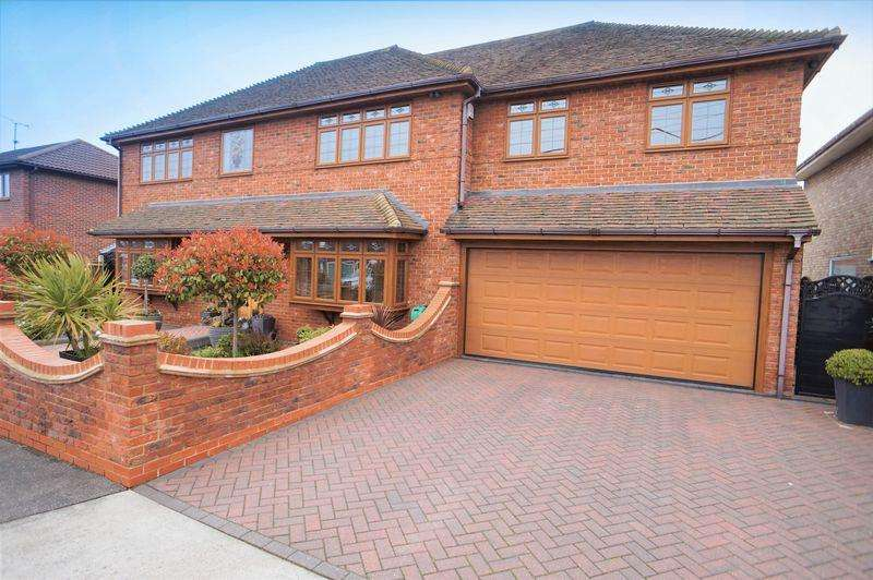 4 Bedrooms Detached House for sale in Albert Road, Benfleet