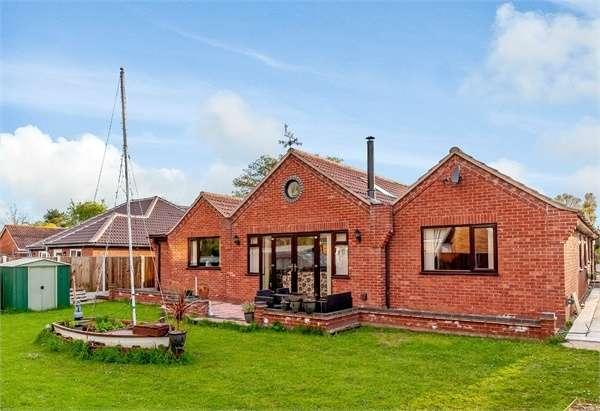 4 Bedrooms Detached Bungalow for sale in Park Avenue, Barford, Norwich, Norfolk