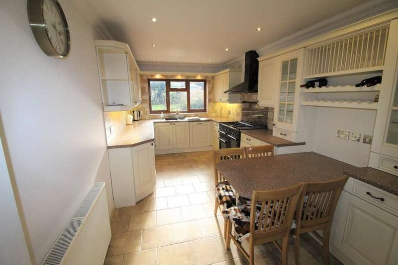5 Bedrooms Detached House for sale in Nore Road, Leigh-on-Sea