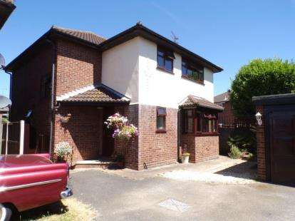 4 Bedrooms Detached House for sale in Canvey Island, Essex