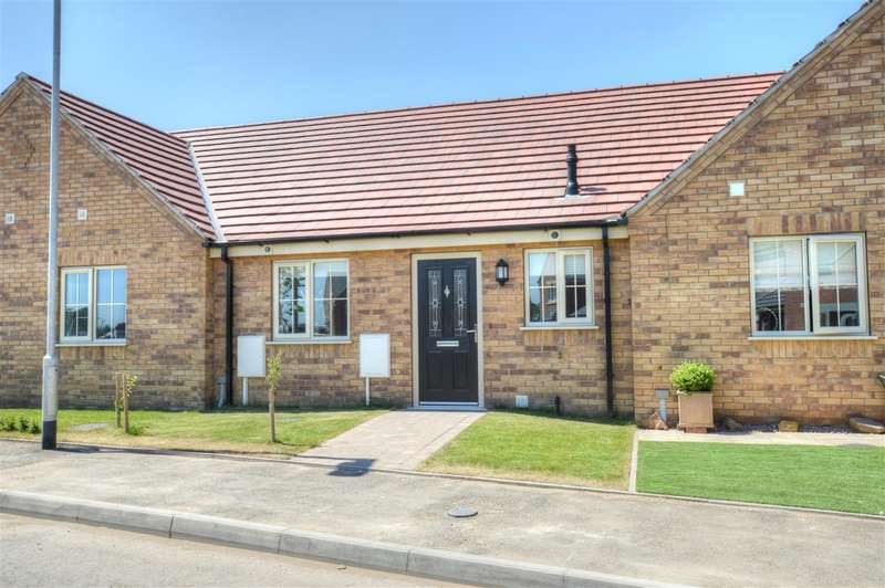 2 Bedrooms Bungalow for sale in Sessile Crescent, Ruskington,Sleaford