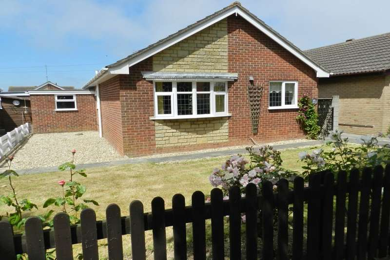 2 Bedrooms Detached Bungalow for sale in Sandringham Drive, Sutton-On-Sea, Mablethorpe, LN12