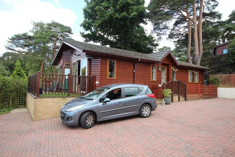 2 Bedrooms Park Home Mobile Home for sale in Matchams Lane, Hurn, Christchurch