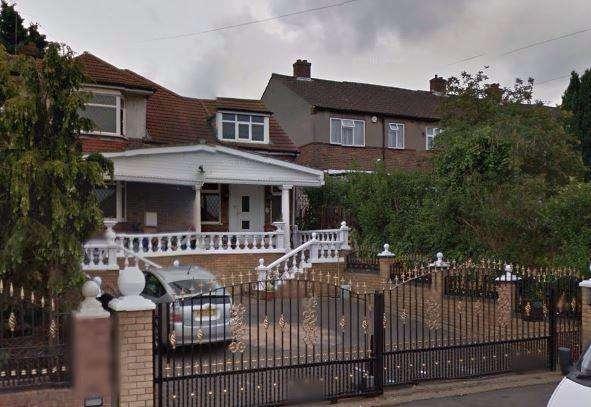 5 Bedrooms Semi Detached Bungalow for sale in STONELEIGH ROAD, CLAYHALL IG5