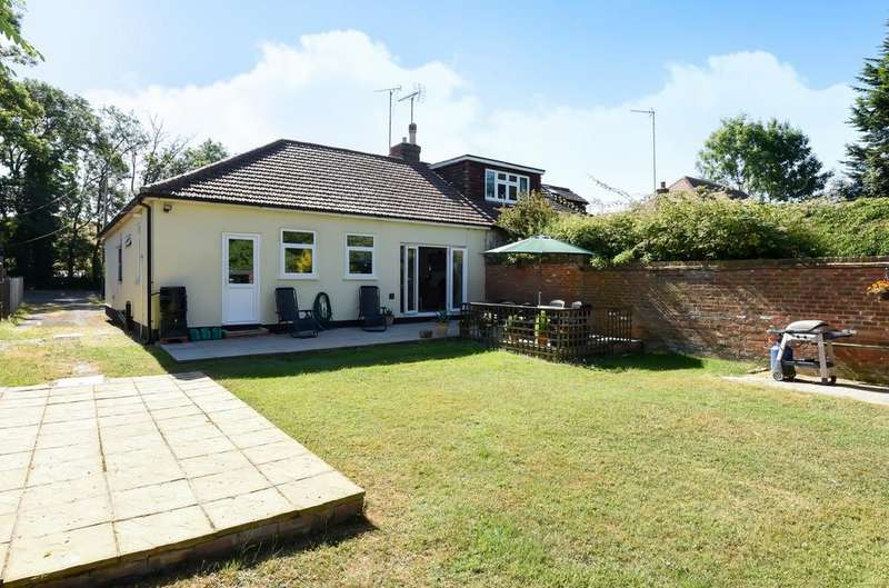 3 Bedrooms Bungalow for sale in Coppermill Road, Wraysbury, TW19