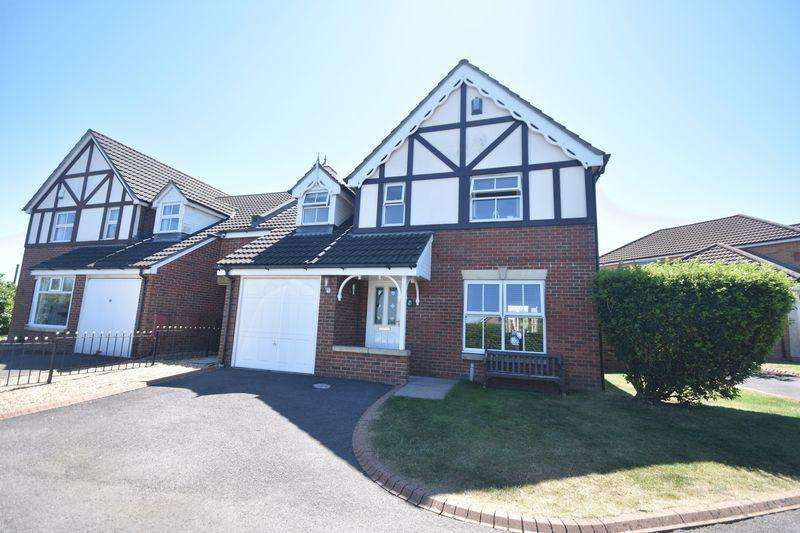 4 Bedrooms Detached House for sale in Belsher Drive Kingswood