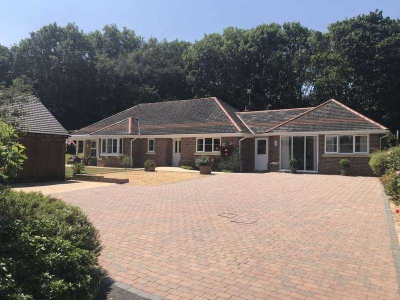 4 Bedrooms Detached Bungalow for sale in Lychett Matravers