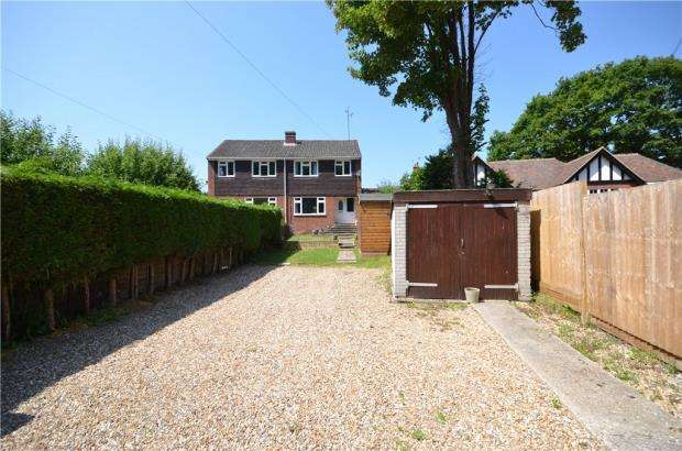 3 Bedrooms Semi Detached House for sale in Kingsley Road, Eversley, Hook