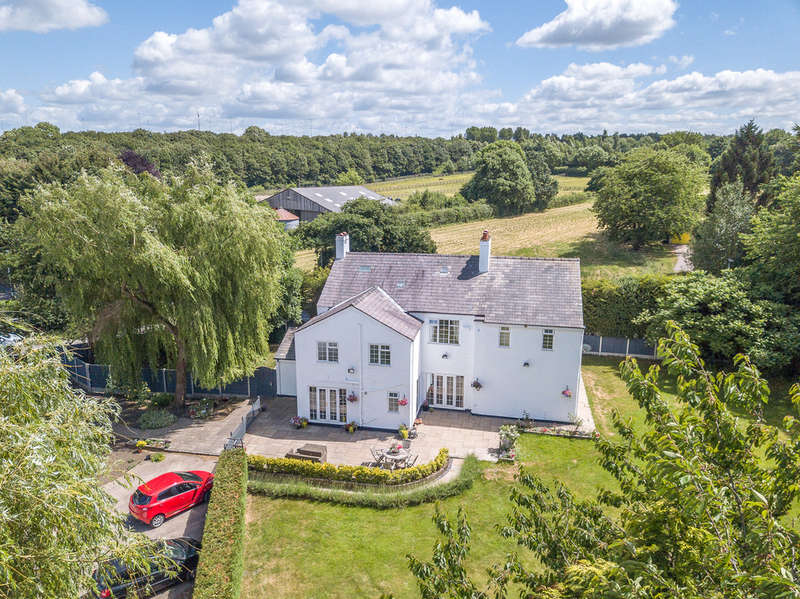 5 Bedrooms Detached House for sale in Warrington Road, Lymm