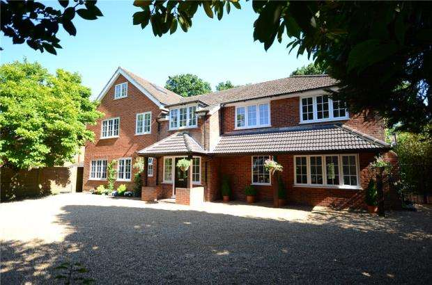 5 Bedrooms Detached House for sale in Rectory Road, Wokingham, Berkshire