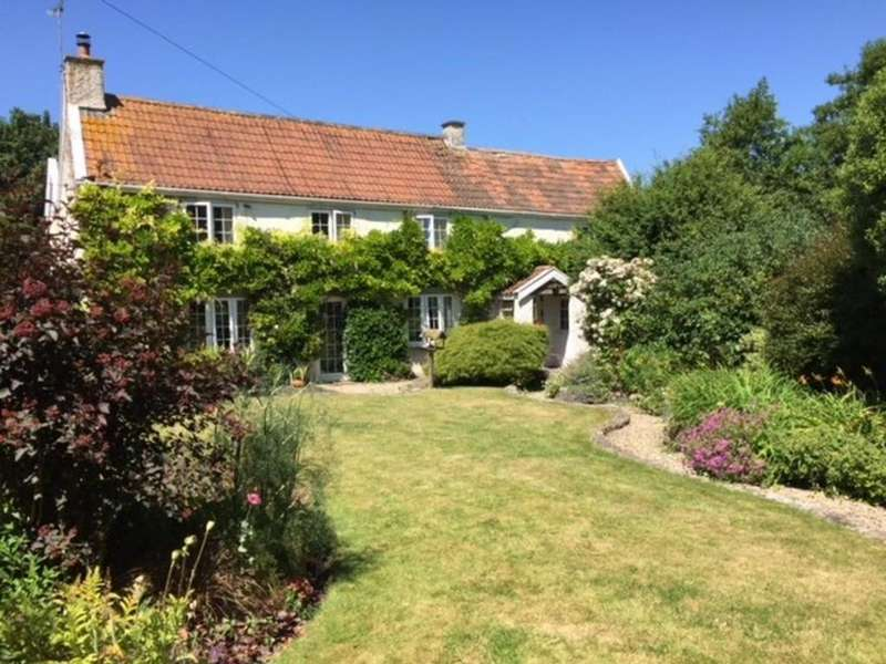 5 Bedrooms Farm House Character Property for sale in Charming stone cottage in idyllic village position