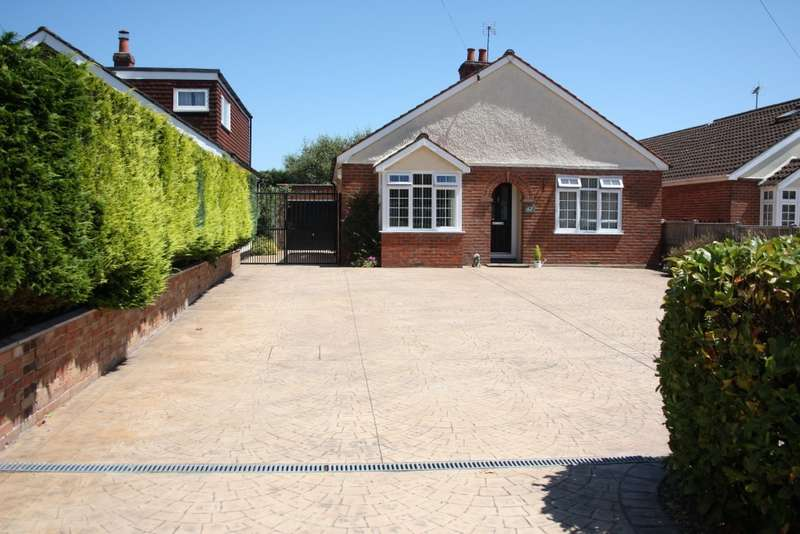 3 Bedrooms Detached Bungalow for sale in Butts Hill Road, Woodley, Reading, RG5