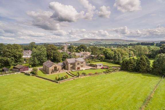 6 Bedrooms Detached House for sale in Waddington, Clitheroe BB7