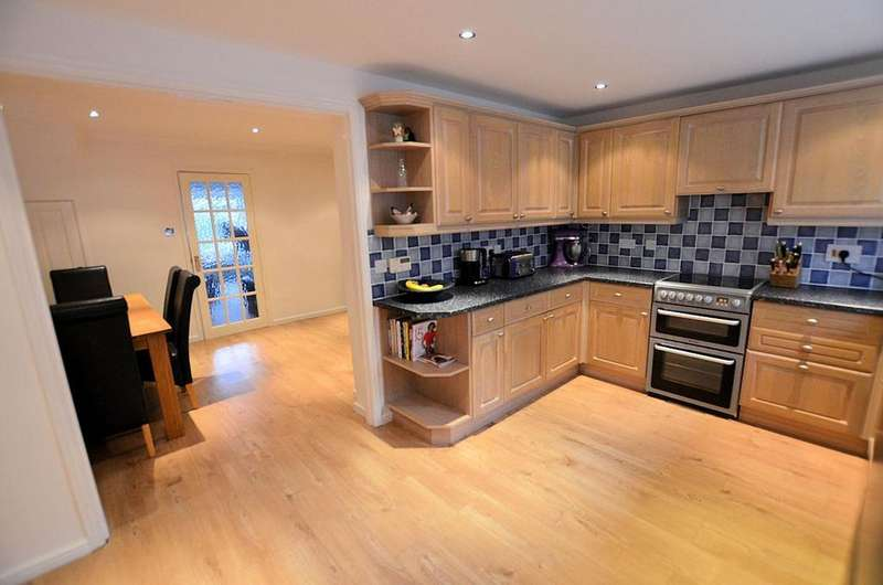 3 Bedrooms End Of Terrace House for sale in Enborne Close, Tilehurst, Reading
