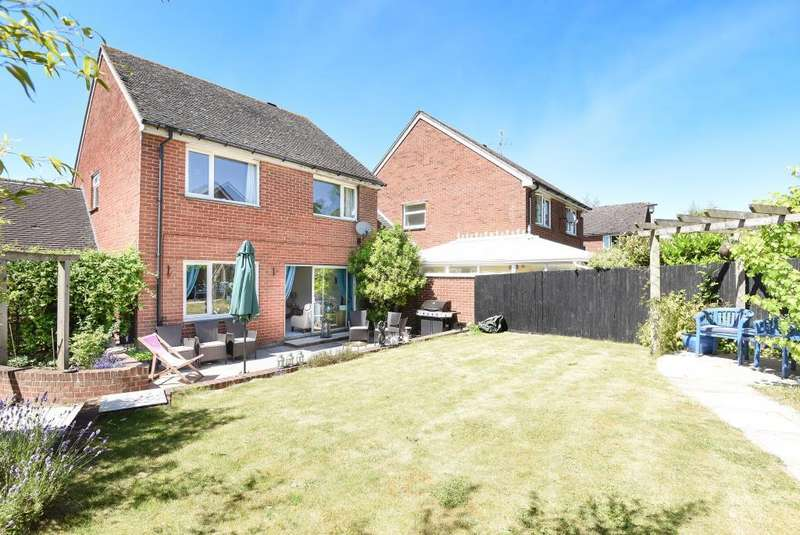 4 Bedrooms Detached House for sale in Lackmore Gardens, Woodcote, Reading, RG8