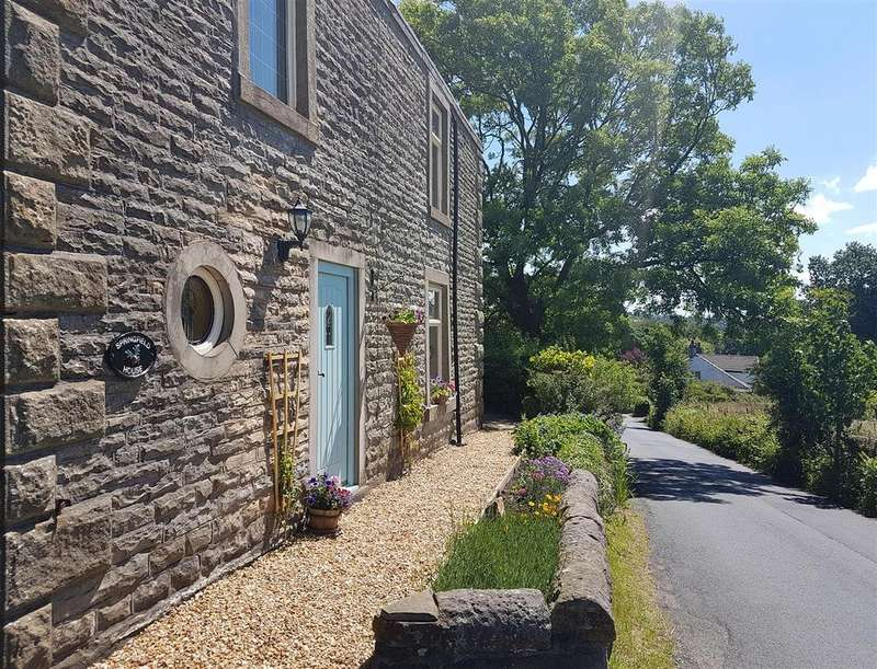 5 Bedrooms Detached House for sale in Whinney Lane, Mellor