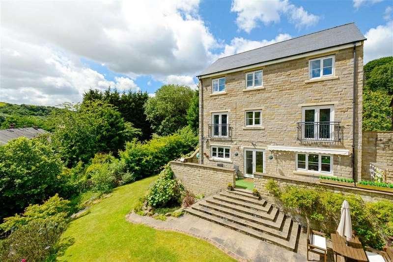 5 Bedrooms Detached House for sale in Derwent Court, Ripponden