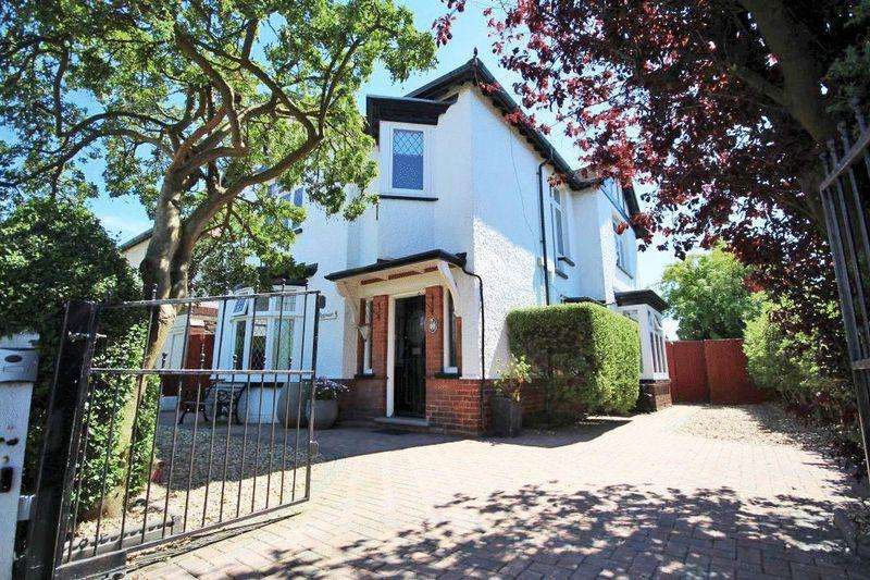 4 Bedrooms Detached House for sale in BRADFORD AVENUE, CLEETHORPES