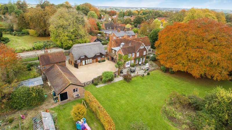 5 Bedrooms Detached House for sale in Whitchurch, Buckinghamshire