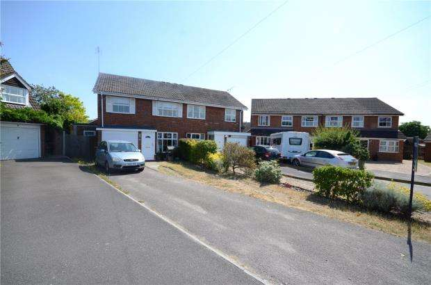 3 Bedrooms Semi Detached House for sale in Gainsborough Close, Woodley, Reading