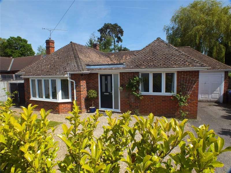 4 Bedrooms Detached Bungalow for sale in Bramshot Drive, Fleet, GU51