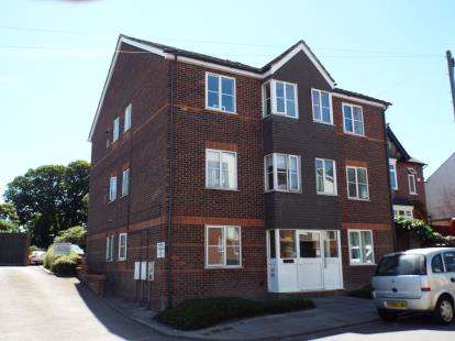 House for sale in Chiltern Court, Chiltern Road, Dunstable, Bedfordshire
