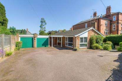 4 Bedrooms Detached House for sale in Dybdale Lodge, Irthlingborough Road, Wellingborough