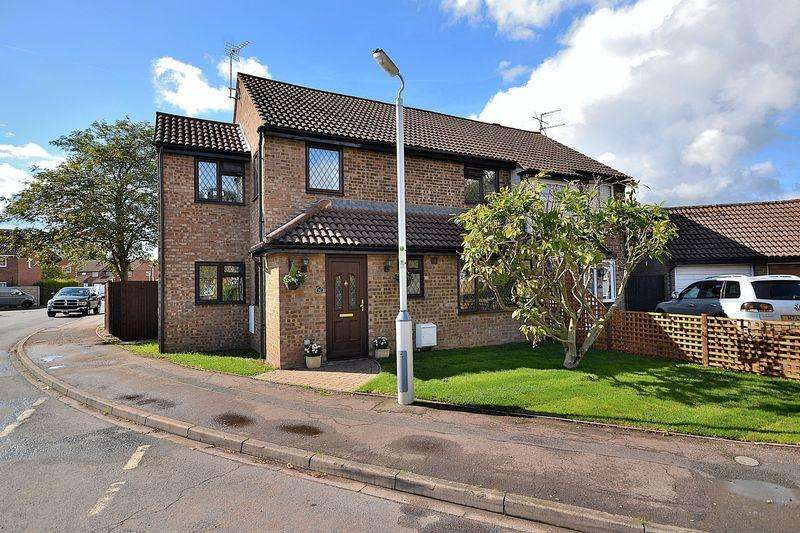 4 Bedrooms Semi Detached House for sale in Gemini Close, Leighton Buzzard