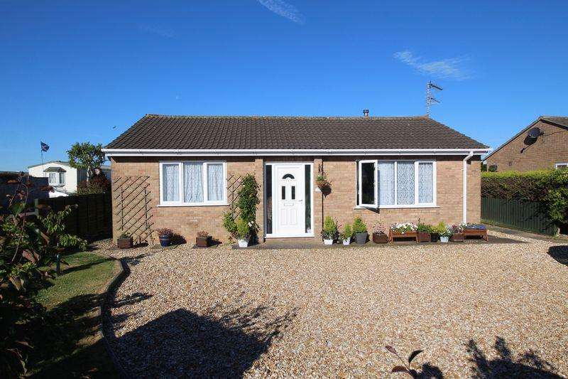 2 Bedrooms Bungalow for sale in Beacon Way, Skegness