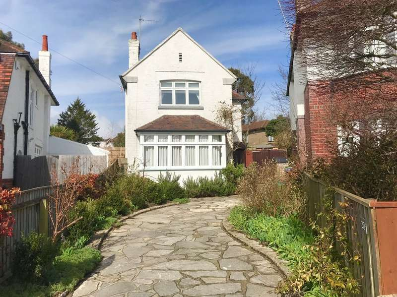 4 Bedrooms Detached House for sale in Alverton Avenue , Poole BH15