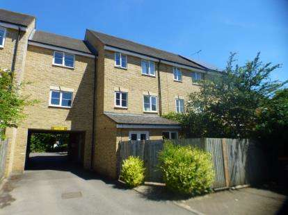 1 Bedroom Flat for sale in Lindler Court, Leighton Buzzard, Beds, Bedfordshire