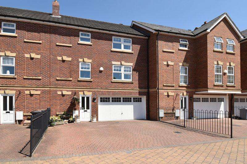 3 Bedrooms Town House for sale in Galloway Green, Congleton