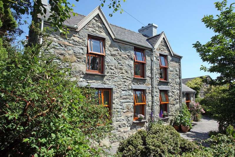 4 Bedrooms Farm House Character Property for sale in Deiniolen, Caernarfon, North Wales