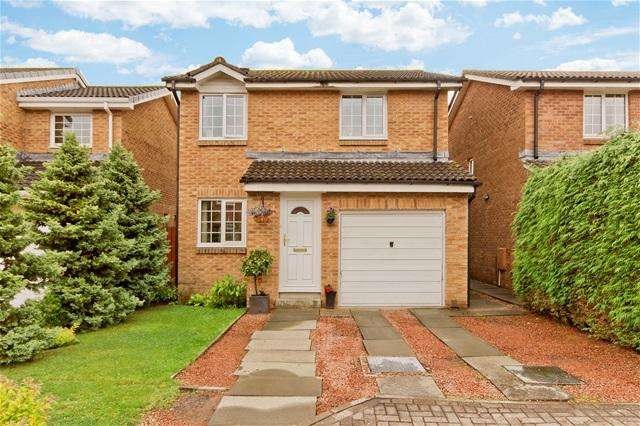 3 Bedrooms Detached House for sale in Crathes Gardens, Murieston, Livingston