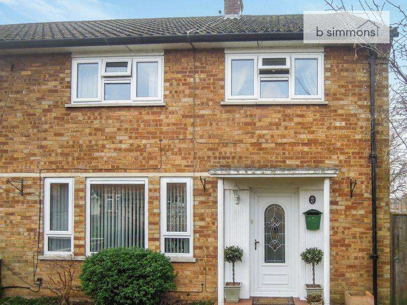 3 Bedrooms Semi Detached House for sale in Off London Road