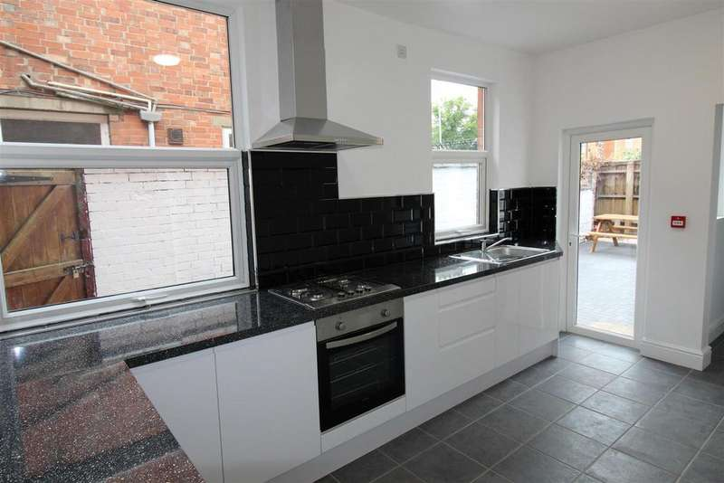 6 Bedrooms Terraced House for rent in Brazil Street, Leicester