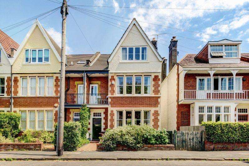 5 Bedrooms Terraced House for sale in Downs Park East, Westbury Park